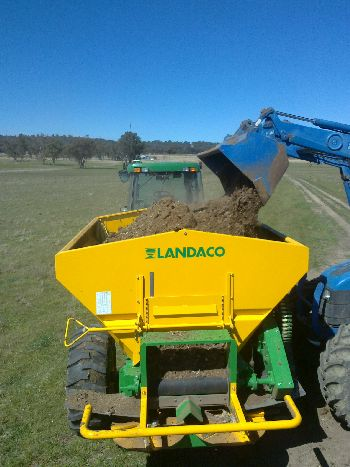 Loading Belt Spreader with Chicken manure